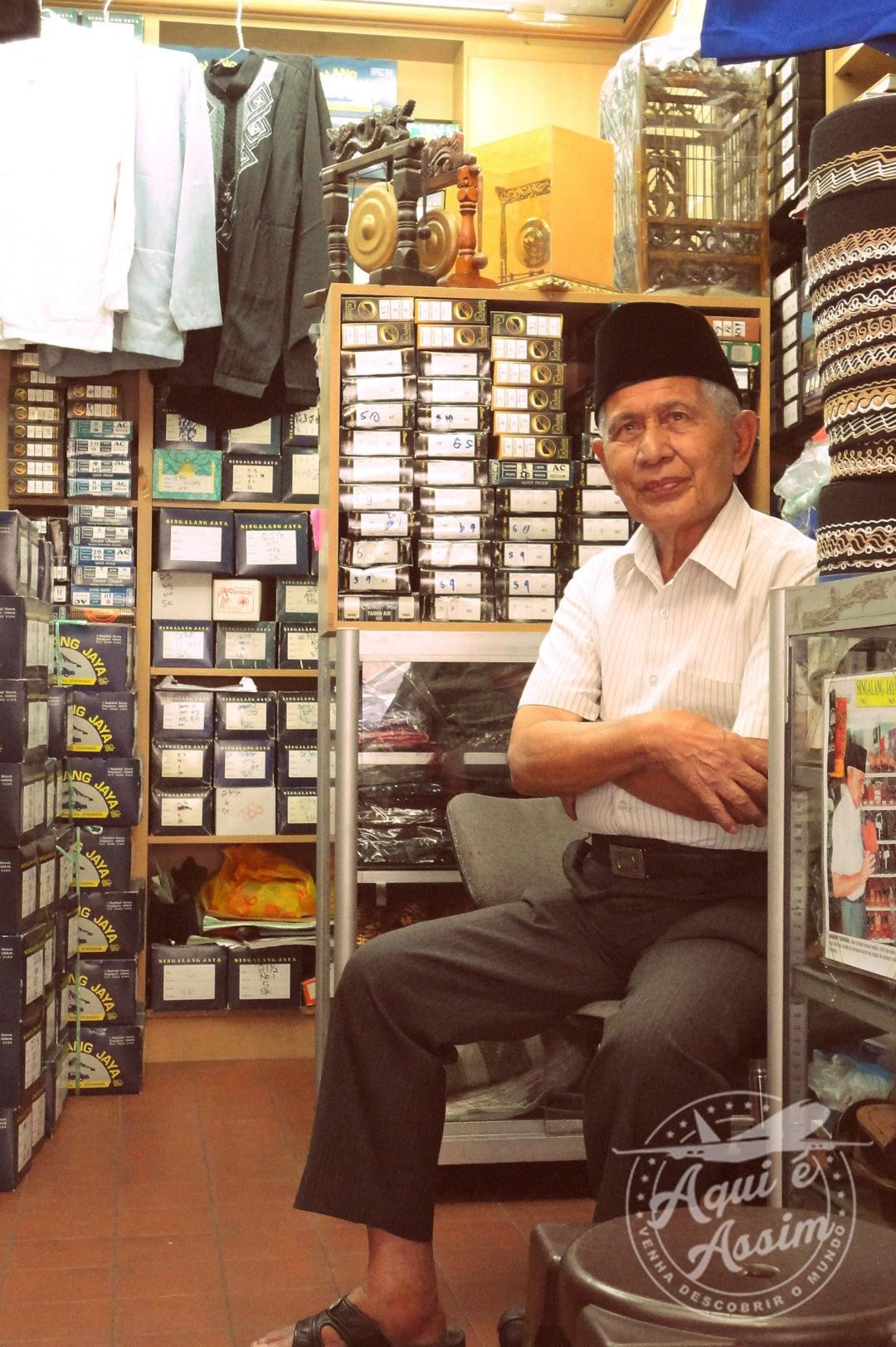 Comerciante de artigos masculino no Bairro Árabe