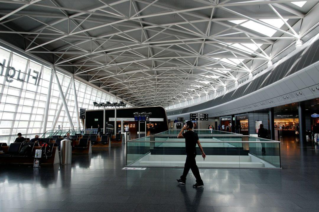 Viagem longa e a longa espera em aeroportos