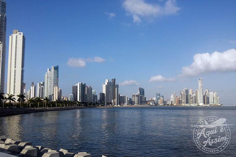 Cinta Costera, um dos principais ponto turísticos onde se concentra o centro financeiro do país