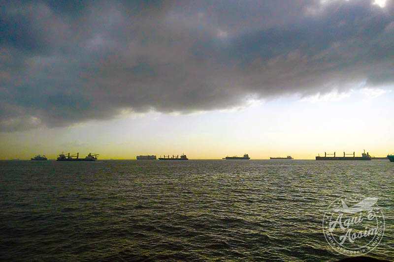 Bahia do Panamá, navios esperando para atravessar o Canal