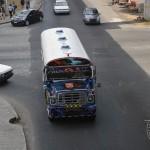 Diablo Rojo, são antigos ônibus escolares Americanos que fazem o transporte informal de passageiros, geralmente muito ornamentados