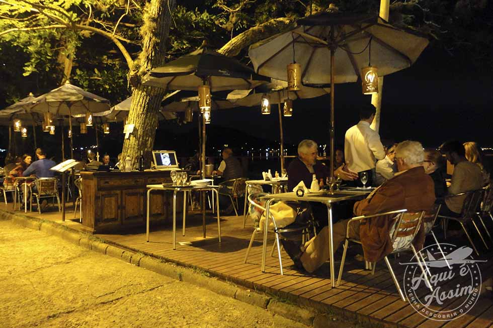 Restaurante na orla de Santo Antônio de Lisboa