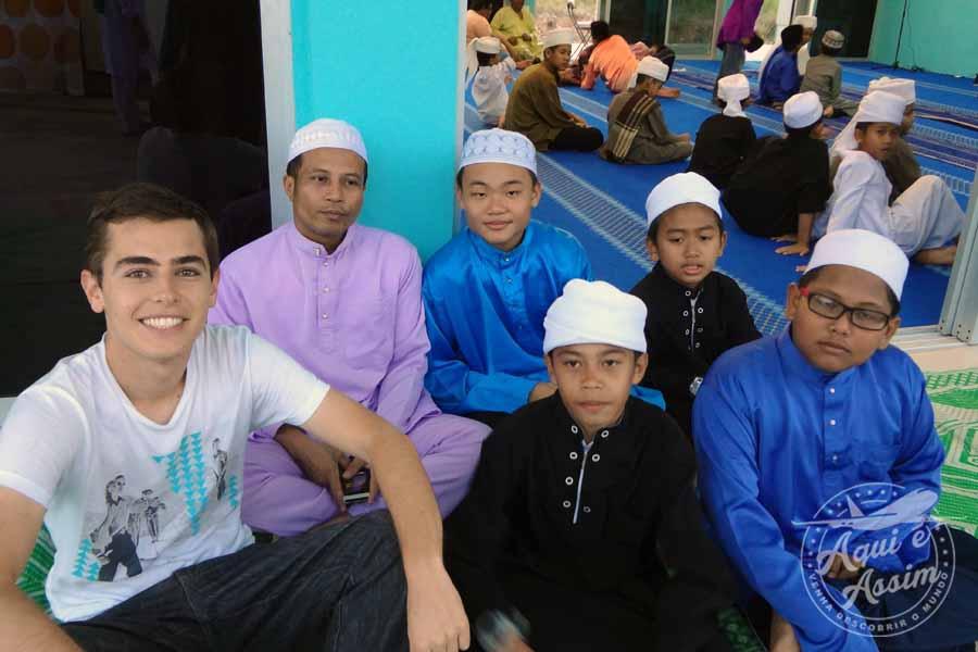 Uma das atividades religiosas do projeto era a de acompanhar as crianças na mesquitaUma das atividades religiosas do projeto era a de acompanhar as crianças na mesquita