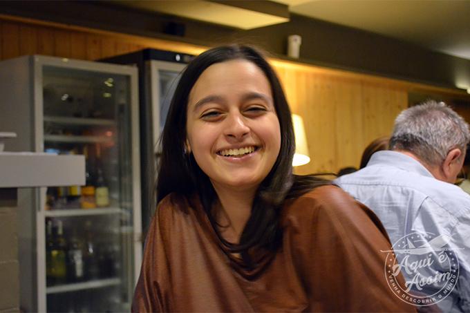 Sorriso de Carol durante o projeto social em que trabalhou.