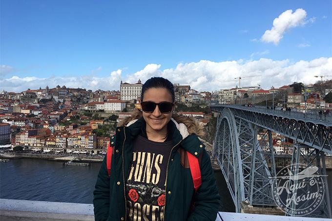 Caroline explorando Portugal.
