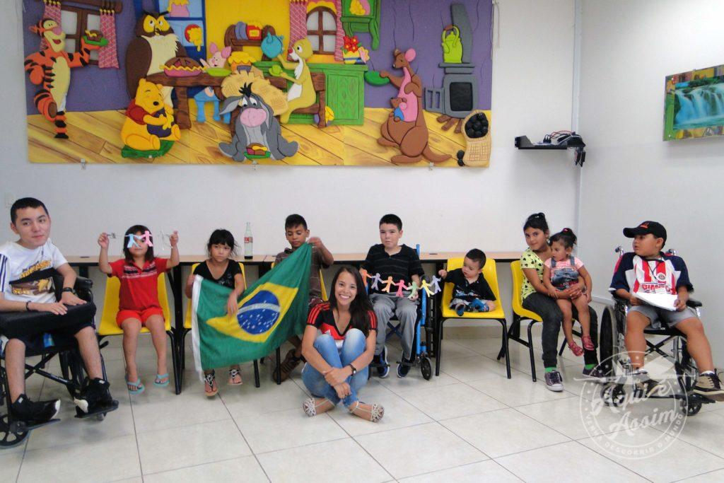 Ensinando a cultura do Brasil para crianças com distrofia muscular