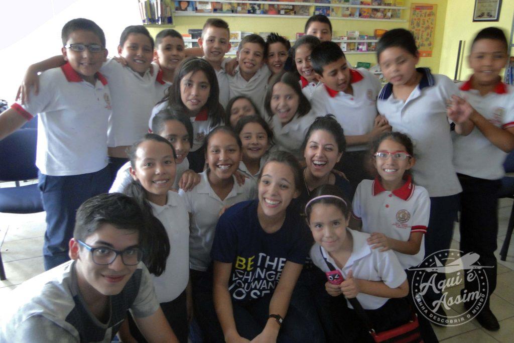 Ensinando a cultura brasileira para crianças de uma escola pública